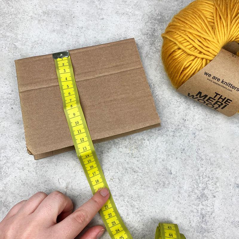 DIY Quasten aus Wolle Schritt 1