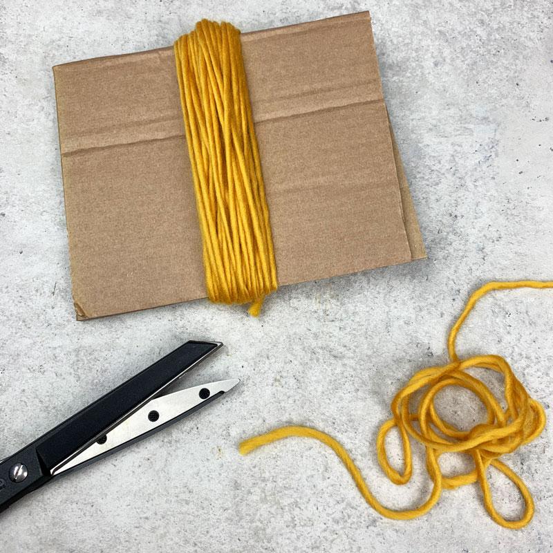 DIY Quasten aus Wolle Schritt 2